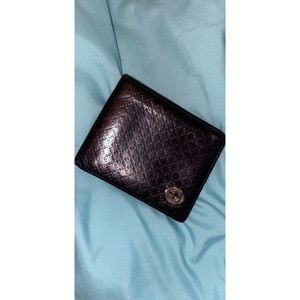 Men's Gucci wallet.